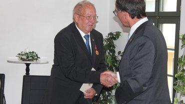 Bundesverdienstkreuz an Karl Fritz
