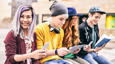Jugend Teenager Smartphone Tablet Kommunikation