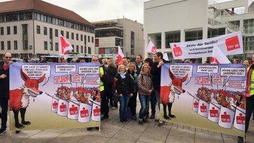Streikende der Sparkasse Ulm und der Kreissparkasse Ostalb kämpfen gemeinsam in Ulm (12.04.2018)