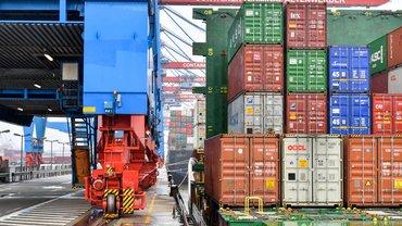 Container und Containerterminal HHLA Hamburg