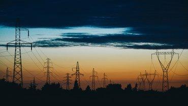 Energie Strom Energiewirtschaft düster Gewitter Wolken
