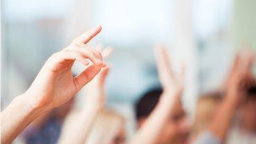 Hände Handzeichen Abstimmung Befragung Mitgliederbefragung Umfrage