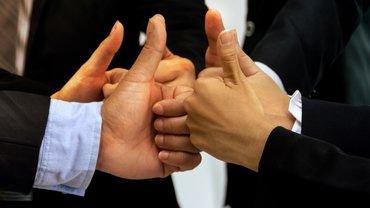 Einigung Daumen hoch Business Bank